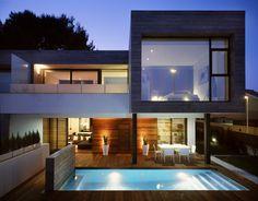 Подсветка фасада здания и бассейна