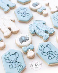 Gateau Baby Shower, Baby Shower Deco, Baby Shower Desserts, Baby Shower Parties, Baby Shower Themes, Baby Shower Cookie Cutters, Baby Shower Cookies, Fancy Cookies, Cute Cookies