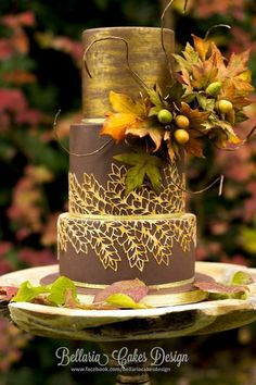 Autumn wedding cake with gold lace