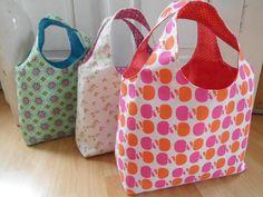_*Schnell genäht + super trendig!*_ _Schnittmuster - Wendetasche_ Mit dieser tollen Wendetasche kann der Frühling kommen :o) Die Tasche ist mit wenigen Grundkenntnissen leicht genäht und...