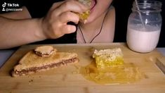 Oddly Satisfying Videos, Asmr Video, Eating Raw, Food Cravings, Honeycomb, Bro, Chill, Relax, Ethnic Recipes