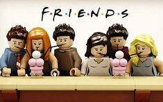 LEGO Friends: release in end of the year it is in 2016 that Fievet Aymeric, master builder and unconditional fan of squatters Central Perk, decided to unite his two passions to do some great thing. This is a great experience, I& even find me to sign . Serie Friends, Friends Episodes, Friends Moments, Friends Tv Show, Lego Friends, Best Tv Shows, Favorite Tv Shows, Legos, Funny Jokes