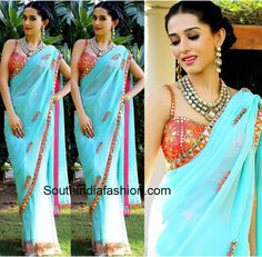Amrita Rao looked gorgeous as she posed for the shutterbugs in a Papa Don't Preach by Shubhika saree teamed with a mirror work blouse. Dress Indian Style, Indian Wear, Indian Outfits, Desi Clothes, Indian Clothes, Sky Blue Saree, Amrita Rao, Saree Blouse, Sleeveless Blouse