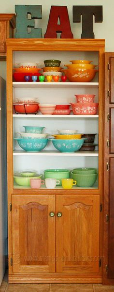 Stamps and Stitches: Vintage pyrex (I love that there's jadeite at the bottom of the shelf)