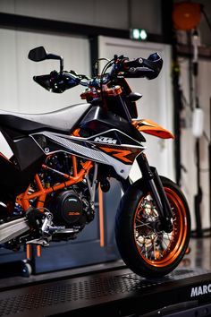 KTM 690 SMC R, Blackhat Motorcycles. France, Toulouse.