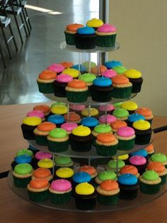 Neon Cupcakes For Boys Neon Cupcakes, Cupcakes For Boys, Cupcake Party, Party Cakes, Glow In Dark Party, Glow Party, 80s Party, Luau Party, Skate Party