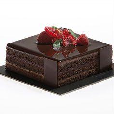 Chocolate Raspberry Ganache Cake – three layer cake (w/ Recipe) Chocolate Cake Designs, Dark Chocolate Cakes, Love Chocolate, Chocolate Desserts, Cacao Chocolate, Chocolate Ganache, Bolo Picnic, Raspberry Ganache, Patisserie Fine