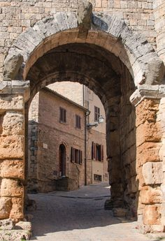 La Porta all'Arco, Volterra, Province of Pisa, region of Tuscany , Italy Places In Italy, Places To Visit, Pisa, Monuments, Travel Around The World, Around The Worlds, Tuscany Landscape, Under The Tuscan Sun, Visit Italy
