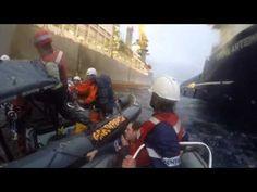 L'exèrcit espanyol envesteix llanxes de Greenpeace a les Canàries - vilaweb.cat, 15.11.2014. Dos bots pneumàtics de l'exèrcit espanyol han embestit les llanxes de Greenpeace que s'aproximaven al vaixell Rowan Renaissance avui les Illes Canàries per a protestar contra les prospeccions petrolieres en aquesta zona. El vaixell va arribar divendres al lloc que li havia indicat el ministeri de Foment per a fer-hi les polèmiques prospeccions, a les quals s'oposa la majoria de partits canaris.