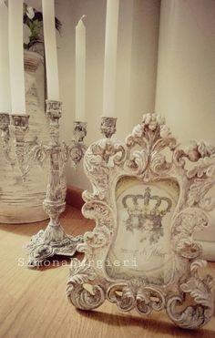 Cornice e candelabro patinati