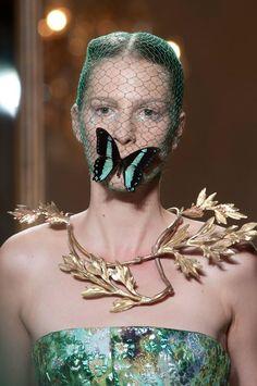 cool chic style fashion: Giambattista Valli Haute Couture Autumn 2012 | details