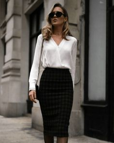 12 Boss Outfits Every Journalist Needs ASAP Whether you are just beginning or are already in the field, every journalist should own at least one boss-outfit. So check out these 12 boss-outfits now! Business Professional Outfits, Business Casual Outfits, Classy Outfits, Professional Wardrobe, Professional Dresses, Fashionable Outfits, Wardrobe Basics, Work Wardrobe, Business Attire