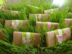 cute way to display party favors for garden tea party or golf party