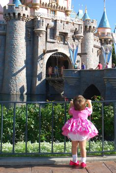 First time to disneyland picture this is beyond adorable