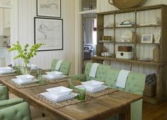 Love green and who would ever leave this table!