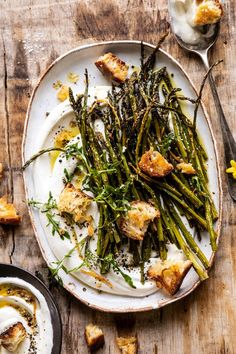 This Sesame Roasted Asparagus with Whipped Feta is the perfect spring (or summer) side dish that can easily double as an appetizer too. Olive oil roasted asparagus, tossed with sesame seeds, garlic, and lemon zest. Antipasto, Greek Chicken And Potatoes, Tapas, Whipped Feta, Vegetarian Recipes, Healthy Recipes, Most Delicious Recipe, Half Baked Harvest, Keto