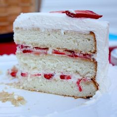 Strawberries and Cream Cake has layers of white cake filled with strawberries and covered in fresh whipped cream for a heavenly, classic dessert. Köstliche Desserts, Delicious Desserts, Dessert Recipes, Party Recipes, Cupcake Recipes, Yummy Food, Strawberry Cream Cakes, Strawberries And Cream, Strawberry Filling