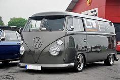 VW Kombi - The colour suits Mario! Volkswagen Transporter, Vw T1 Camper, Volkswagen Bus, Campers, Volkswagen Beetles, Kombi Hippie, Combi Split, Bus Interior, Kombi Home