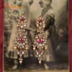 Earrings For Saree, Indian Jewelry Earrings, Jewelry Design Earrings, Gold Earrings Designs, Gold Jewellery Design, Designer Earrings, Bridal Jewelry, Mughal Jewelry, Jewellry Box