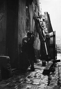 lovers, paris, 1950s [original] © jean-philippe charbonnier
