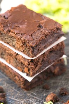 Healthy 5 Ingredient Zucchini Breakfast Brownies made with no butter, oil, grains, flour or sugar- Vegan, gluten free and paleo!