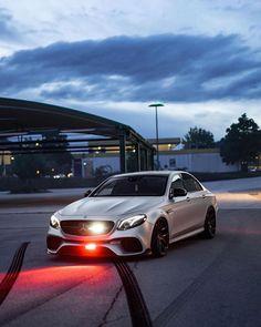 Mercedes Sprinter 4x4, Mercedes Benz Suv, Black Mercedes Benz, Old Mercedes, Mercedes G Wagon, Mercedes Convertible, Mercedes Benz Classes, Fast Sports Cars, Benz G