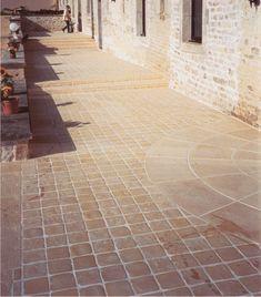 Une allée de pavés en pierre reconstituée jusqu'au garage / Pavés / Accueil - Pierre Reconstituée