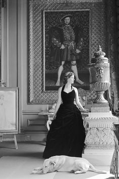 Deborah, Duchess of Devonshire, in the Gold Drawing Room at Chatsworth beneath a Holbein portrait of Henry VIII. Photo by Norman Parkinson, The youngest of the Mitford Sisters, the Duchess. The Duchess Of Devonshire, Mitford Sisters, Black And White Photography, Gold Drawing, Drawing Room, Style Icons, Persona, Beautiful People, Glamour
