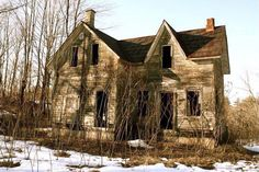 Old Abandoned Buildings, Abandoned Property, Abandoned Castles, Old Buildings, Abandoned Places, Abandoned Homes, Beautiful Buildings, Beautiful Places, Canadian Travel