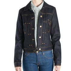 Guinevere € 159,95 Slim fit trucker jacket 12 oz. Indigo selvage Twill 3/1 65% Cotton / 35% Recycled Cotton