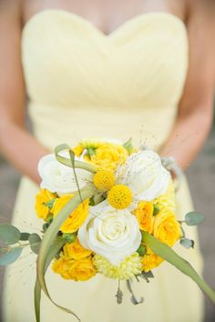 Doux bouquet de mariage jaune