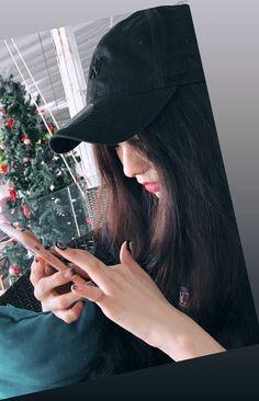 181230 Bâu Krysie   Instagram story Ulzzang Korean Girl, Cute Korean Girl, Teenage Girl Photography, Girl Photography Poses, Cute Girl Face, Cute Girl Photo, Stylish Girls Photos, Stylish Girl Pic, Cute Girl Poses
