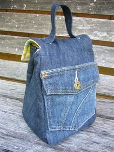 Continuing with Jennys Denim Challenge ... With the left over denim in my old jeans I have made this lunch bag. I have used Insul-bright for...