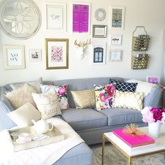 Good morning dolls!  Can't wait to jump into these pillows (when no one's looking)!  How do you like our finished gallery wall?? Including my fave prints from @annawithlove @iseenoiseprints!