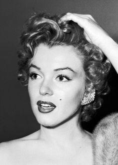 Marilyn Monroe at the Henrietta Awards, 1952.