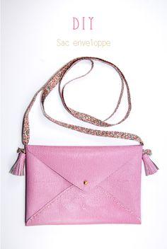 DIY Envelope bag - free pattern and step by step Phototutorial Handbag Tutorial, Diy Handbag, Diy Coin Purse, Diy Bags Purses, Diy Envelope, Leather Clutch Bags, Handmade Bags, Bag Accessories, Diys