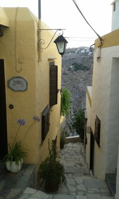 "See 116 photos and 14 tips from 912 visitors to Άνω Σύρος (Ano Syros). ""Beautiful little village on a hill top, no cars so come prepared"" Corfu, Crete, Santorini Villas, Myconos, Greek Life, Luxury Villa, Beautiful Pictures, Sea, Island"