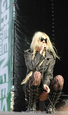 taylor-momsen-performs-on-stage-in-saint-petersburg-02.jpg (478×807)