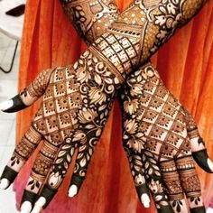 Can't get over the beauty of bridal Mehndi Designs for full hands? This full hand mehndi design with a mix of Indian and Arabic mehndi images is perfect for you! Get Amazing Collection of Full Hand Mehndi Design Ideas here. Simple and Easy Modern full. Henna Hand Designs, Dulhan Mehndi Designs, Full Mehndi Designs, Mehndi Designs Finger, Traditional Mehndi Designs, Latest Bridal Mehndi Designs, Indian Henna Designs, Stylish Mehndi Designs, Wedding Mehndi Designs