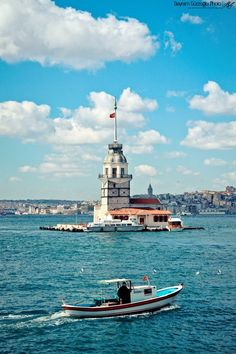 Maiden's Tower (Turkish: Kız Kulesi), also known in the ancient Greek and medieval Byzantine periods as Leander's Tower (Tower of Leandros), sits on a small islet located in the Bosphorus strait off the coast of Üsküdar in Istanbul, Turkey. Istanbul Tours, Istanbul City, Istanbul Travel, Beautiful Places To Travel, Wonderful Places, Cool Places To Visit, Turkey Photos, City Wallpaper, Turkey Travel