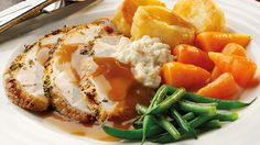 Roast dinner: recipes to make your own Sunday roast Roast Chicken Dinner, Roast Chicken And Gravy, Roast Chicken Recipes, Roast Dinner, Sunday Roast, Food Network Uk, Food Network Recipes, Cooking Recipes, Sauce Recipes