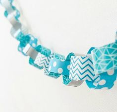 There's a good chance you've used washi tape if you do a lot of crafting. If you are looking for washi tape ideas, then try this Wintry Washi Tape DIY Garland. This DIY paper chain is easy and fast to create and makes a fun family craft. Diy Christmas Garland, Diy Garland, Christmas Crafts, Christmas Ideas, Merry Christmas, Bead Crafts, Arts And Crafts, Origami, Washi Tape Crafts