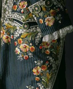 Detail of Frockcoat and waistcoat of embroidered silk, France (made) Worn by Swedish Count Axel von Fersen (reputed to be the lover of Marie Antoinette) Nordiska museet inv nr Historical Costume, Historical Clothing, Vintage Outfits, Vintage Fashion, Stoff Design, 18th Century Fashion, Lesage, Textiles, Vestidos Vintage