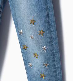 Imagen 3 de Pantalón denim bordado margaritas de Zara