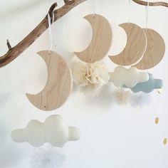 Nouveautés les Lunes à suspendre( du bois et du tissus , tout ce qu'on aime!!!) Neutral, Baby Shower, Wood, Birthday, Gifts, Diy, Handmade, Inspiration, Furniture