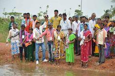 बाटनीकल गार्डन नया रायपुर में स्थित विशाल कुंड में दंतेवाड़ा जिले के पंचायत प्रतिनिधियों ने अपने गाँव से लाया जल प्रवाहित किया. प्रदेश का यह एकमात्र सरोवर होगा, जिसमें 10 हजार से भी अधिक गांवों एवं शहरों का जल एकत्र किया जा रहा है.