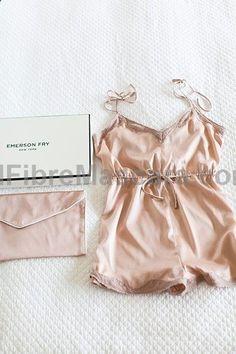 #RT www.ebay.co.uk/...? Love the silk purse to put it in #latex #sexy #ladies #women #latexskirt #latexdominate #latexboss #shiny #fashion #latexshopping #buylatex #skirts