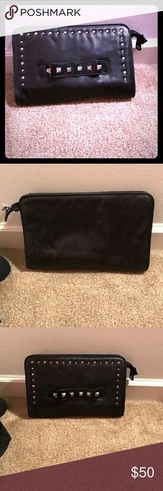 Style Statement piece Bags Clutches & Wristlets