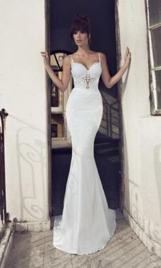 Julie Vino 507 4: buy this dress for a fraction of the salon price on PreOwnedWeddingDresses.com