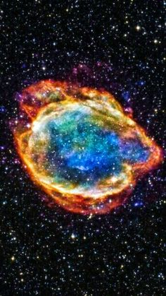 Exploded Star Blooms Like a Cosmic Flower - Despiece de l a estrella Blooms Como una Flor Cósmica